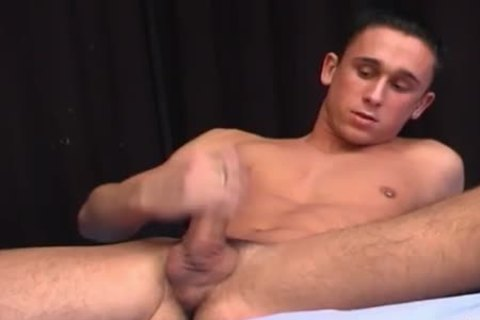 pumped up hunk jerking-off