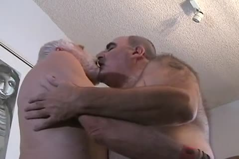 two daddy chap getting off