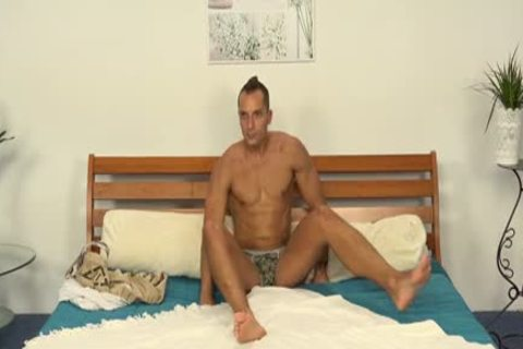 Matus Ples acquires Oily handjob