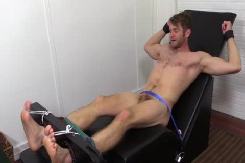 Colby Keller With A ideal Body acquires A Foot And Toe Tickle