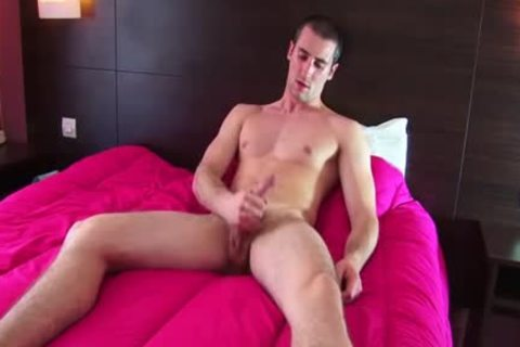 Full clip scene: A blameless straight Roomservice lad Serviced His large weenie By A lad!