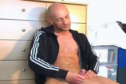 Full video: A nice innocent Gym lad Serviced His large cock By Us.
