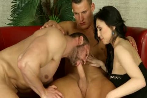bi-sexual Muscle threesome