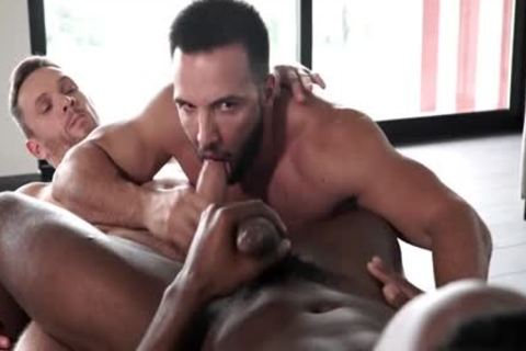 Muscle homo threesome With Facial