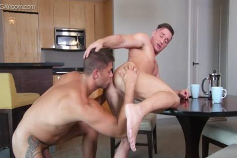 power Muscle Bottom Alexander Volkov gets banged By Tyler Roberts