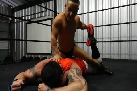 Muscle man Beat Up By Midget
