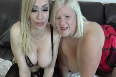 lesbo Gran Eats Out And toys slit