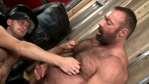 BearBack.com: Bear Brad Kalvo plowed by huge penis Dean Monroe